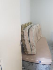 Apartamento Ubatuba客房内的一张或多张床位