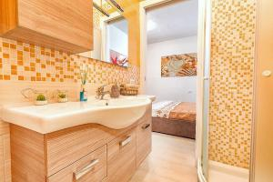 Appartamento con Spiaggia Privata Wi-fi Parking的一间浴室
