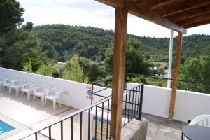Villa Elpiniki的阳台或露台