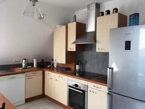 Votre location aux pieds des Vosges的厨房或小厨房