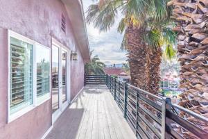 Villa Shang的阳台或露台