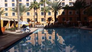 Grand Desert内部或周边的泳池