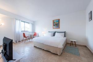 Résidence Massena - Cannes centre - 15 min Croisette客房内的一张或多张床位