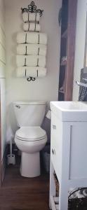 The Harmony Oaks Homestead的一间浴室