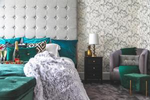 Luxurious Central London Executive Accommodation For 10客房内的一张或多张床位