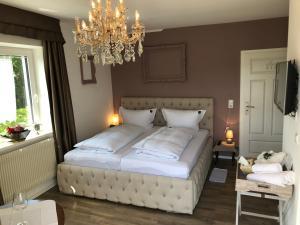 Haus Grünewald Unsleben客房内的一张或多张床位
