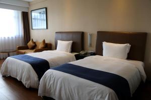 上海北方智选假日酒店客房内的一张或多张床位