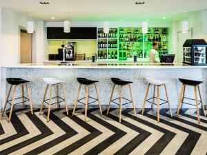 宜必思尚品酒店,伦敦希思罗机场酒廊或酒吧区