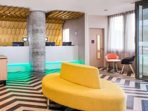 宜必思尚品酒店,伦敦希思罗机场内部或周边的泳池