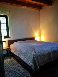 Somlo Wineshop Guesthouse客房内的一张或多张床位