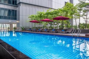 吉隆坡雅诗阁中心酒店内部或周边的泳池