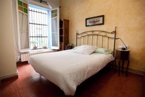 蓝色度假屋客房内的一张或多张床位