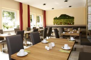 Hotel garni Grundmühle餐厅或其他用餐的地方