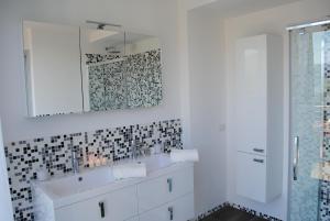 马丁宾馆精品公寓的一间浴室