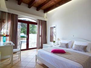 阿罗玛克里特酒店客房内的一张或多张床位