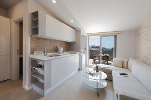特伦德套房公寓的厨房或小厨房