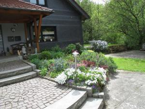 Ferienwohnung an der Lay的庭院或其他户外区域