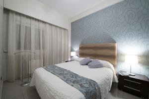 马德里广场公寓的一间客房