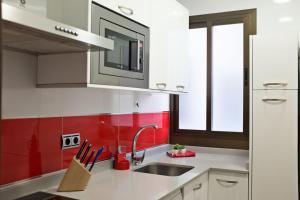 马德里广场公寓的厨房或小厨房