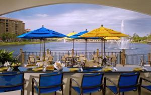 奥兰多邦内溪温德姆格兰德度假酒店餐厅或其他用餐的地方