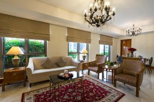 远东酒店集团乌节路公园套房酒店的休息区