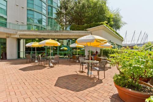 罗瑟达尔罗布森套房酒店餐厅或其他用餐的地方
