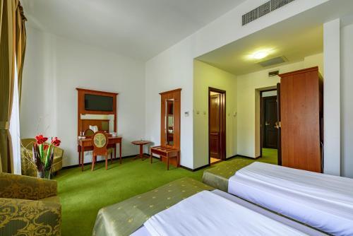 帕莱斯酒店客房内的一张或多张床位