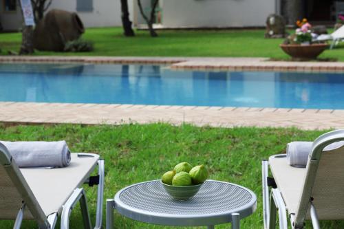 Olive Áno Korakiána内部或周边的泳池