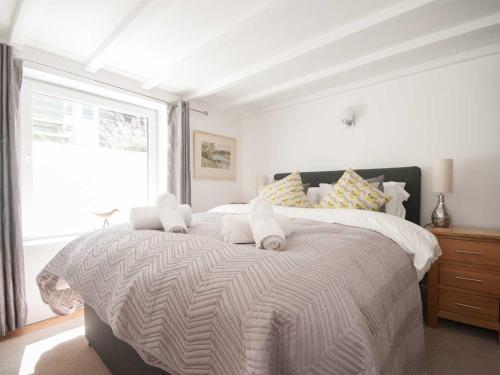 Blacksmiths Cottage, Crantock客房内的一张或多张床位