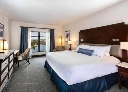 奥兰多邦内溪温德姆格兰德度假酒店客房内的一张或多张床位