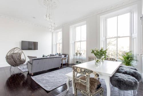 Luxury 4 bed Townhouse in Prestigious West End的休息区