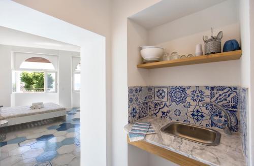 Ciutat Alghero的厨房或小厨房