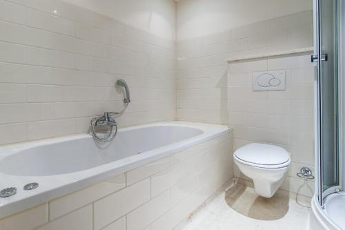 乔丹北区市场公寓酒店的一间浴室