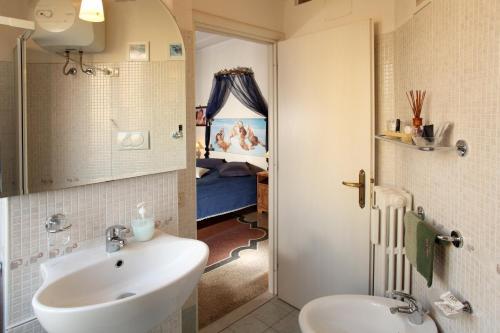 多尔斯弗吉尼亚住宿加早餐酒店的一间浴室