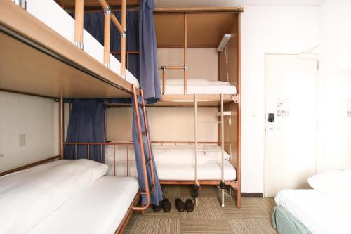 神保町樱花酒店客房内的一张或多张双层床