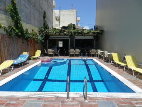 哈里斯公寓 内部或周边的泳池