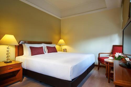 远东酒店集团乌节路公园套房酒店客房内的一张或多张床位