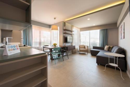 特伦德套房公寓酒廊或酒吧区