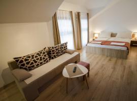 罗加维纳8号酒店