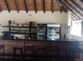 Mochaba Crossing Lodge, Maun (Moremi Game Reserve附近)