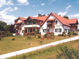 温泉乡间别墅酒店,位于巴特布卢毛的酒店