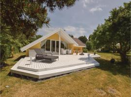 Three-Bedroom Holiday Home in Skalskor