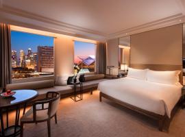 新加坡康拉德港丽酒店,位于新加坡政府大厦地铁站附近的酒店