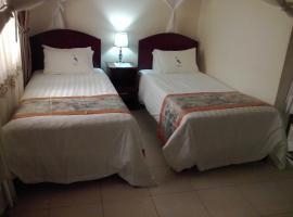 The Crested Crane Bwindi Hotel, Rugando