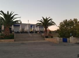 阿尔贝加博尔赫斯酒店, 查韦斯