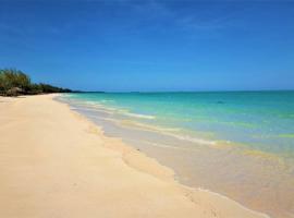 Paradise Beach Andros, Smith's Hill