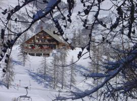 塞尔拉提尔木屋酒店