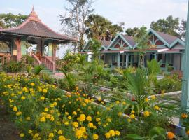 Channa Home, Phumĭ Poŭthĭ Bântéay Chey (Tonle Sap Lake附近)