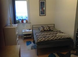 ruhiges Zimmer in einer 160m² großen Wohnung