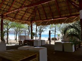 Cascada Hostel & Beach Bar